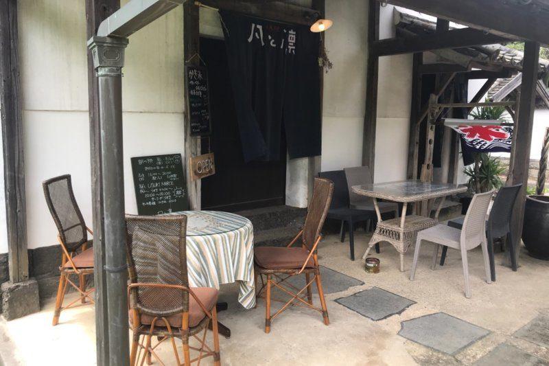 「cafe 凡と凛」外のテーブル席